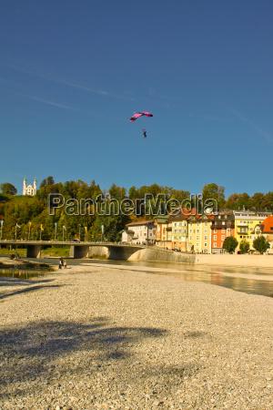 city town wing parachute parachutists fluegelanzug