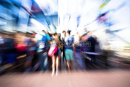 la gente se suba un ferryel