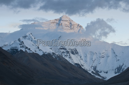 sunset at mount everest mount sagarmatha