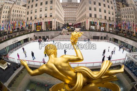 golden prometheus statue and rockefeller center