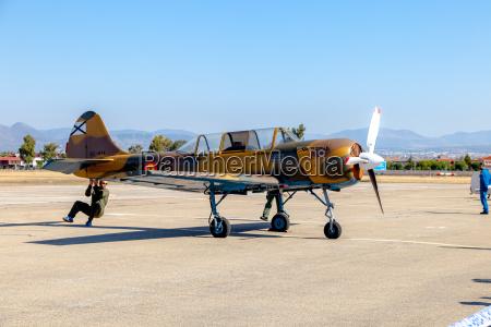 airplane yakovlev yak 52